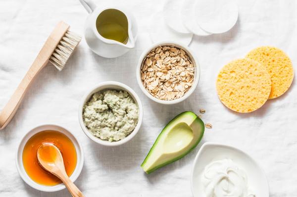 Ingredients of avocado skincare mask
