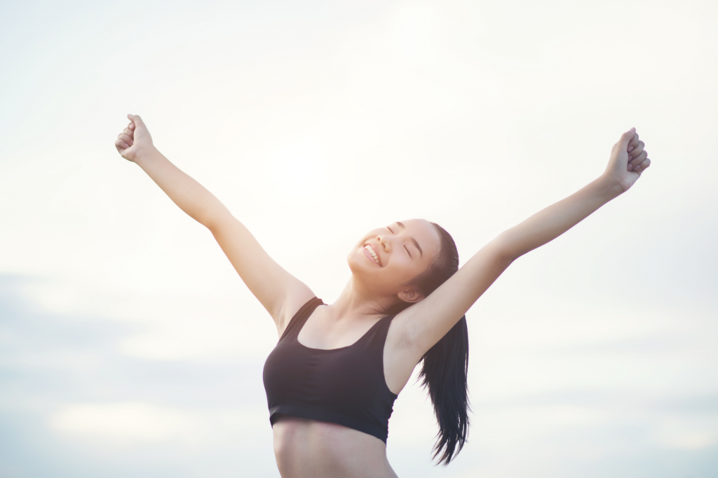 A woman happy because she reduced her underarm sweat